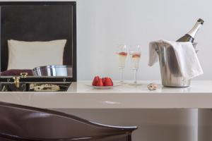 A kitchen or kitchenette at Casa Delfino Hotel & Spa