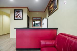 The lobby or reception area at RedDoorz @ Batu Aji Batam 2