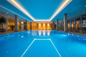 Der Swimmingpool an oder in der Nähe von Sentido alpenhotel Kaiserfels
