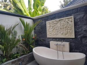 A bathroom at Bali Santi Bungalows