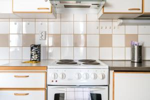 A kitchen or kitchenette at Hiisi Homes Vantaa Sauna Airport