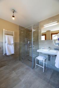 A bathroom at Hostal Bellosta, Rio Ara