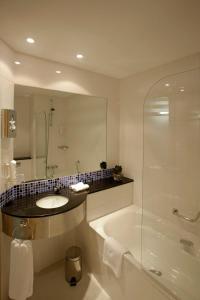 A bathroom at Holiday Inn Express Málaga Airport