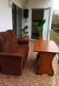 A seating area at Goga's Apartment