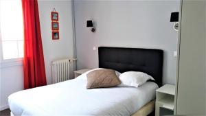 Un ou plusieurs lits dans un hébergement de l'établissement Hotel Le Reynita