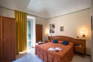 A bed or beds in a room at Albergo Arena