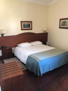 A bed or beds in a room at Hotel Ulveira