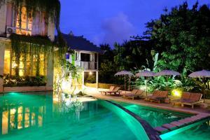 The swimming pool at or close to BoHo Bingin Beach Bali