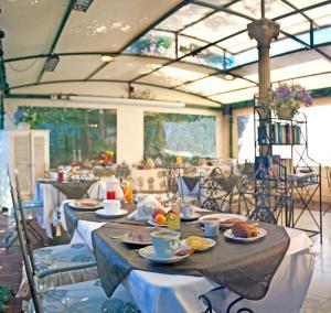 Een restaurant of ander eetgelegenheid bij Hotel Navy