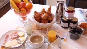Options de petit-déjeuner proposées aux clients de l'établissement Auberge Des Mésanges