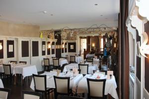 Restaurant ou autre lieu de restauration dans l'établissement Auberge Des Mésanges