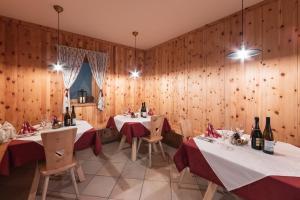 Een restaurant of ander eetgelegenheid bij Hotel Appartement Haus Gitschberg