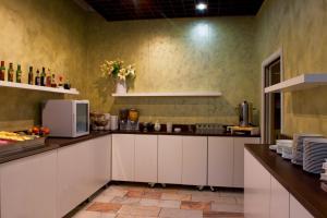 Kuchyň nebo kuchyňský kout v ubytování Hotel Liberec