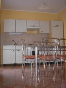 A kitchen or kitchenette at Szele Apartman