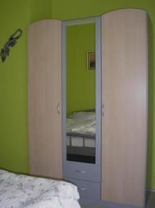 A bed or beds in a room at Szele Apartman