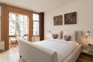 Een bed of bedden in een kamer bij A B&B Amsterdam