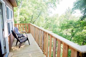 A balcony or terrace at The Cottage Treehouses