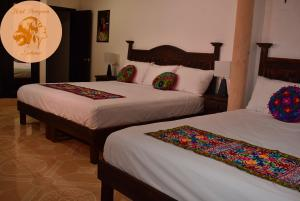 A bed or beds in a room at Hotel Peregrina