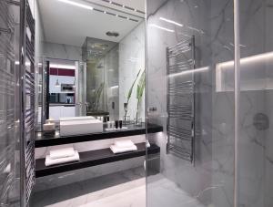 A bathroom at Athens Ikon