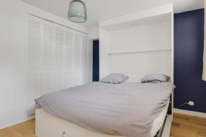 A bed or beds in a room at Le Petit Milex