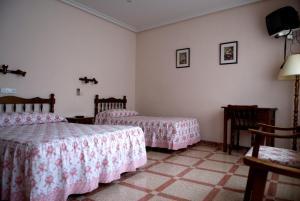 Cama o camas de una habitación en Hostal Restaurante San Poul