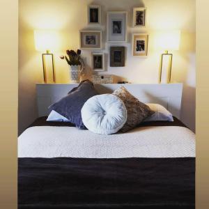 Uma cama ou camas num quarto em Casa do Romezal