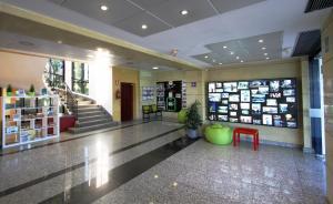 El vestíbulo o zona de recepción de Bilbao Hostel