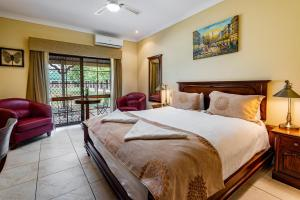 A bed or beds in a room at Overlander Homestead Motel