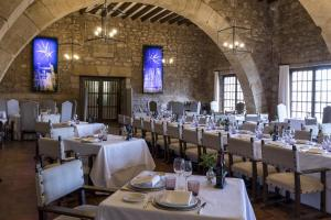 A restaurant or other place to eat at Parador de Siguenza