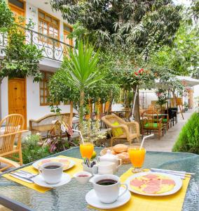 Breakfast options available to guests at El Huerto Hostel