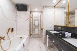 Et badeværelse på Hotel Suitess