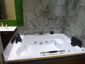 A bathroom at NAUJARAS.COM