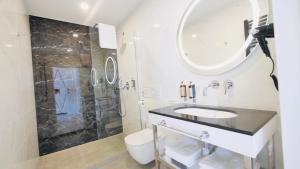 A bathroom at SZEWSKA 22 BOUTIQUE