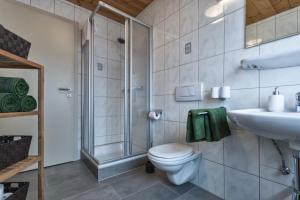 Ein Badezimmer in der Unterkunft HILLSIDE Apartments Pircher