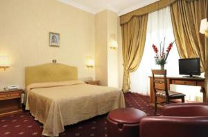 A bed or beds in a room at Hotel Daniela