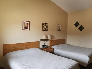 A bed or beds in a room at Elk Creek Resort