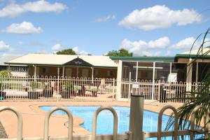 The swimming pool at or near Mundubbera Motel