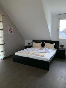 Ein Bett oder Betten in einem Zimmer der Unterkunft Apartment - Pension Marianna