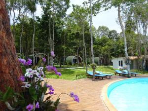 Het zwembad bij of vlak bij Tube Resort