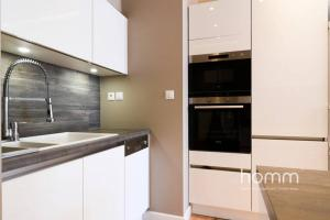 A kitchen or kitchenette at 142m² Bright Alimos Apartment with Marina View