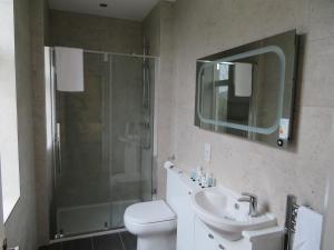 A bathroom at Craigievar Guest House