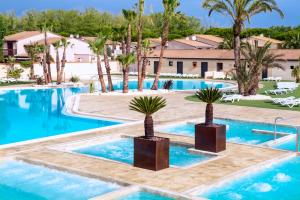 The swimming pool at or near Les Tamaris et Les Portes du Soleil