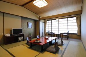 A seating area at Arima Gyoen