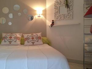 A bed or beds in a room at Acapulco Frejus Plage