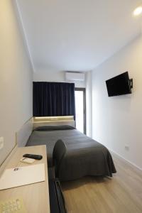 Un pat sau paturi într-o cameră la Hotel Brasil