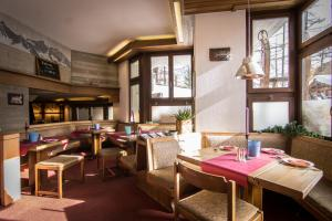 A restaurant or other place to eat at Hotel La Collina