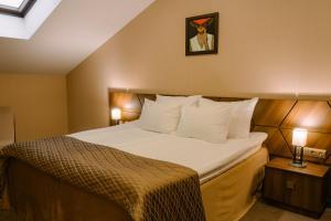 Кровать или кровати в номере Дипломат Отель