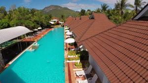 Uitzicht op het zwembad bij The Privacy Beach Resort & Spa of in de buurt