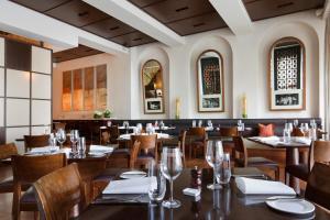 ホテルリンドラム メルボルン Mギャラリー バイ ソフィテルにあるレストランまたは飲食店