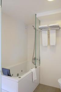 Um banheiro em Hotel Laranjeira